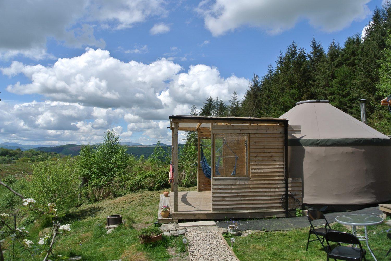 Ty Crwn Bach Idris - Yurt sleeping 4 - overlooking the Dee Valley and Snowdonia
